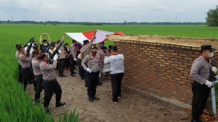 Dir Res Narkoba Polda Sumut Pimpin Pemakaman Aiptu Josmer Samsuardi Manurung