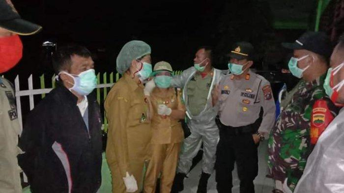 Penjemputan Wanita Diduga Covid-19 dari Rumahnya Diwarnai Keributan di Parapat, Keluarga Menolak