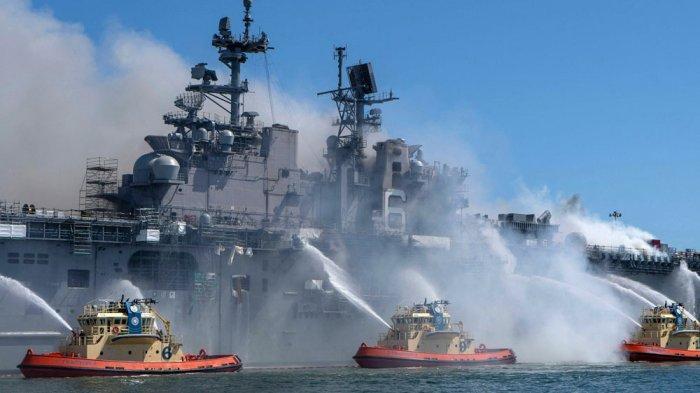 USS Bonhomme Richard terbakar hebat di Pangkalan San Diego Amerika 12 Juni 2020