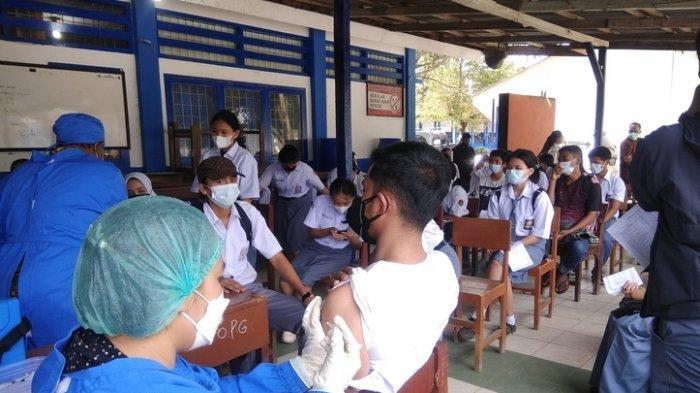 Ratusan Pelajar SMP dan SMA di Karo Dapatkan Suntikan VaksinCovid-19