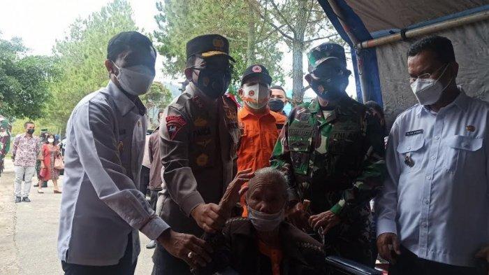 BREAKING NEWS Vaksinasi Massal di Toba, Kapolda Sumut dan Pangdam I BB Hadir, Target 600 Vaksin