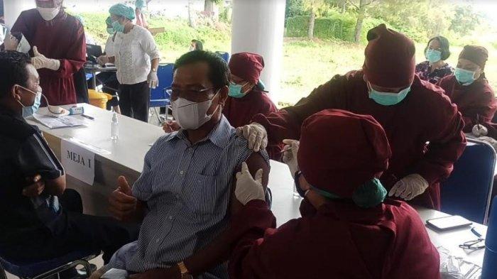 Vaksinasi Massal di Toba, Bupati Poltak Sitorus Berharap Vaksinasi Berlanjut hingga Kecamatan