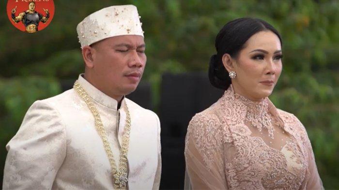 Tangkap layar Vicky Prasetyo dan Kalina Oktarani resmi menikah di The Lodge at Jagorawi Golf & Country Club yang berlokasi di kawasan Bogor, Jawa Barat, Sabtu (13/3/2021).