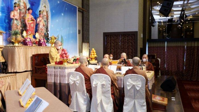 Kolaborasi dari 4 vihara di kota Medan yaitu Mettayana Buddhist Center, Mahapajapati Buddhist Center, Vihara Buddha, dan Vihara Citta Kusala Kshanti mengadakan Upacara Pelimpahan Jasa-Cheng Beng Bersama pada hari Jumat (2/4/2021) bertempat di Karibia Hotel, Medan.