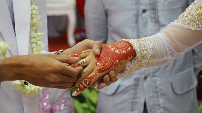 Wanita Syok saat Hadiri Resepsi Pernikahan, Tak Disangka Mempelai Pria Adalah Suaminya Sendiri