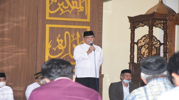 Ikuti Salat Subuh Berjamaah, Wabup Ali Ingatkan Pentingnya Salat bagi Umat Islam