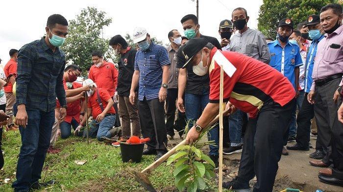 Wabup Deli Serdang Puji Perayaan HUT ke-48 PDI-P yang Dilakukan dengan Penanaman 2.348 Bibit Pohon