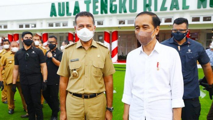 Wakil Gubernur Sumatera Utara Musa Rajekshah foto bareng dengan Presiden Joko Widodo di Rumah Dinas Gubernur Sumatera Utara, Kamis (16/9/2021) sore.