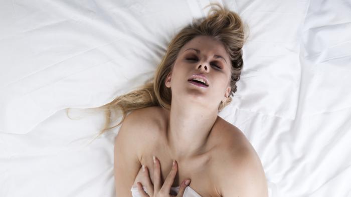 Anda Wanita Kesulitan Mencapai Orgasme Tadi Malam? Coba Selesaikan dengan 5 Cara Ampuh Berikut