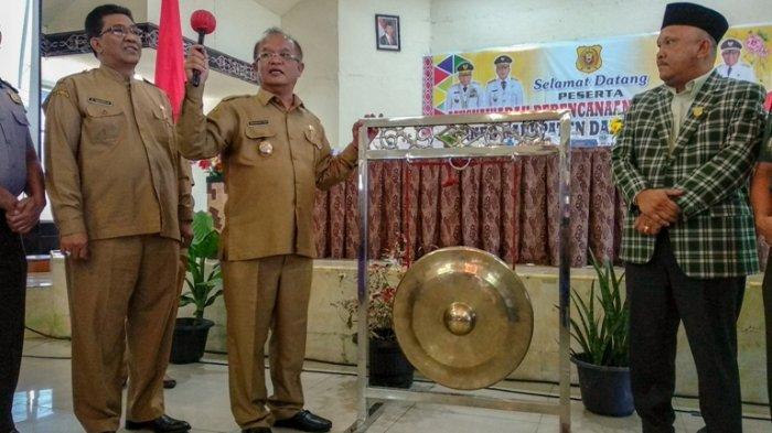 Musrenbang RKPD 2020, Wabup Dairi Irwansyah Pasi Minta Peserta Tidak Tegang dan Seruput Kopi