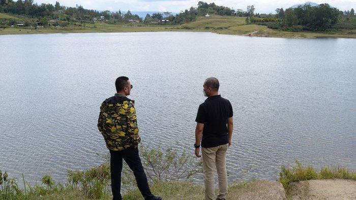 Wagub Musa Rajekshah Ajak Masyarakat Lestarikan Danau Aek Natonang dan Danau Sidihoni di Samosir