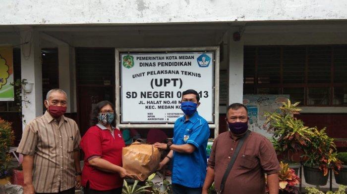KNPI Sumut Bagikan Masker ke Enam SD Negeri di Medan