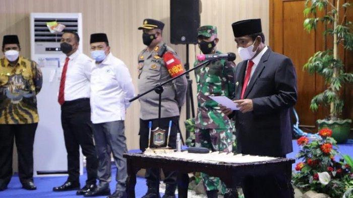 Wali Kota Binjai Amir Hamzah melantik Irwansyah Nasution menjadi Sekretaris Daerah (Sekda) dan Kepala Bappeda Majid Ginting, di Aula Balai Kota, Jalan Sudirman, Rabu (30/06/2021). (Tribun-medan.com/Wen Satia)