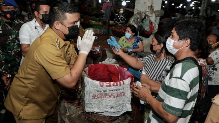 Bersama Gubernur Edy Bagikan Masker Gratis, Wali Kota Bobby Serukan Penerapan 5M