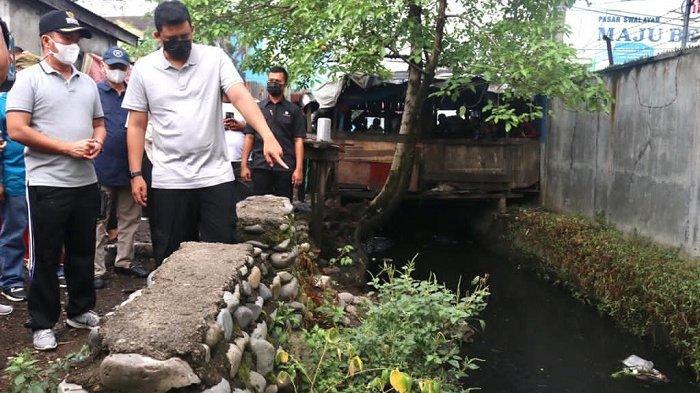 Siapkan Normalisasi Sungai, Wali kota  Bobby Pimpin Aksi Pembersihan Parit Sulang-saling