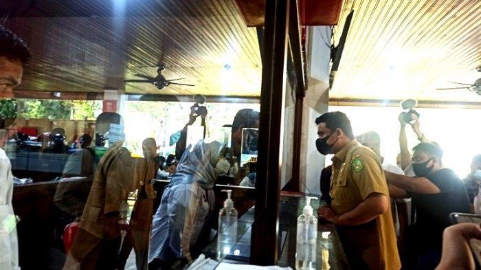Pegawai Disdukcapil Gugup Ditanyai Bobby Nasution Kenapa Loket Pelayanan Tutup