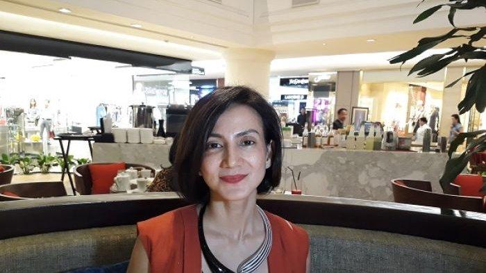 Wanda Hamidah saat ditemui di Plaza Indonesia usai konferensi pers pameran foto acroyoga.