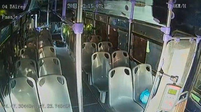El autobús estaba inmediatamente vacío y los pasajeros ayudaron a la víctima apuñalada después de que el agresor huyó de la escena.