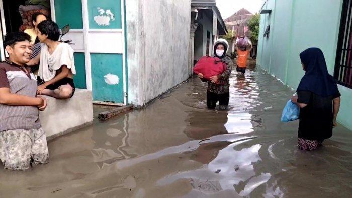 Ratusan Rumah Terendam Banjir di Kelurahan Bunut, Masyarakat Mengungsi ke Tempat Keluarga