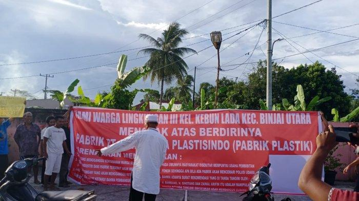 Warga Kebun Lada Protes Rencana Pendirian Pabrik Plastik