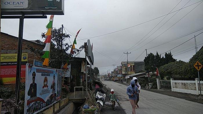Kabanjahe Dihujani Abu Vulkanik Gunung Sinabung, Menyebar juga ke Kecamatan Simpangempat