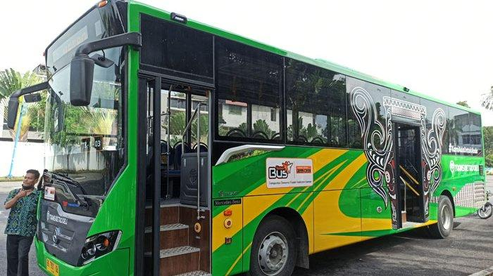 SEMAKIN BAR-BAR, Bus Trans Metro Deli Kini Dilempar Batu Setelah Sebelumnya Ditembak OTK