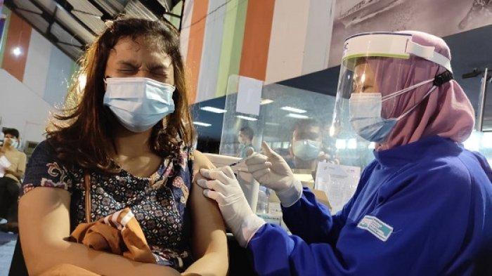 Puluhan Warga Tuna Rungu Medan Antusias Ikut Vaksinasi Covid 19 di Eks Bandara Polonia