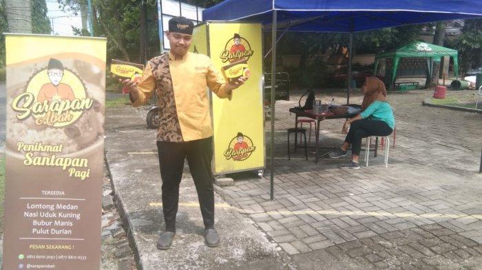 Sarapan Abah Menjual Lontong dan Nasi Kuning Khas Medan yang Kekinian