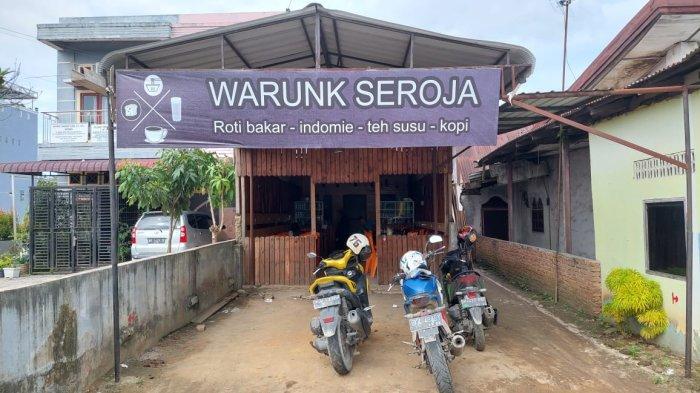 Warunk Seroja berada diJalan Negara, Desa Firdaus, Kecamatan Sei Rampah, atau tepatnya berada di depan Kantor Bupati Serdangbedagai (Sergai) Sumatera Utara, Kamis (30/9/2021).