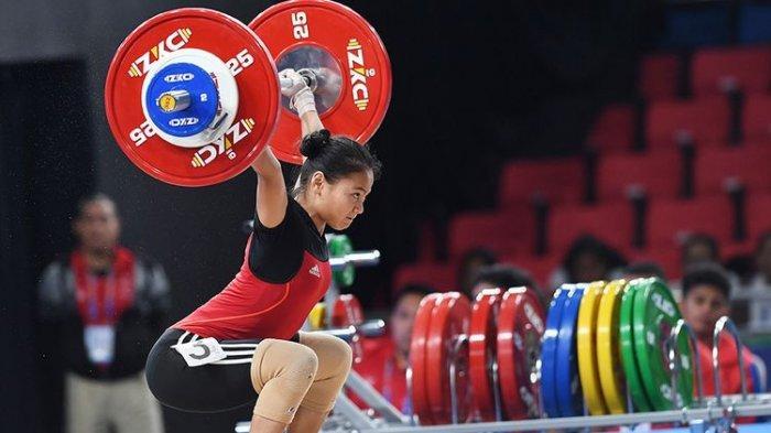 Atlet Angkat Besi Indonesia Windy Cantika Aisah saat tampil di SEA Games Manila, Filipina tahun lalu