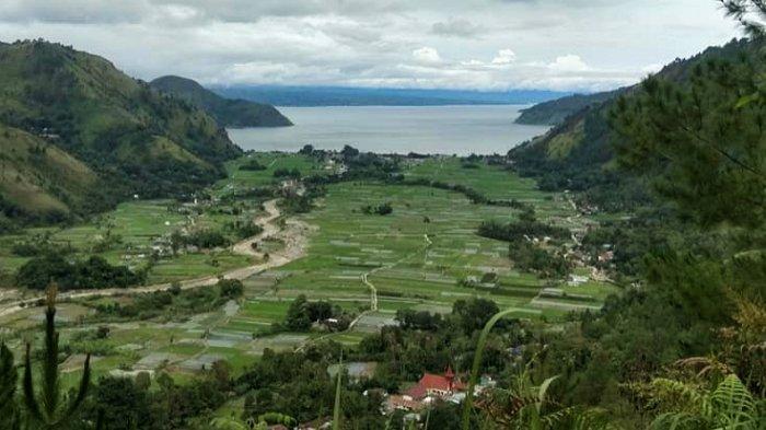 Pesona Lembah Bakkara yang Diapit Dua Bukit dan Dipisahkan Danau Toba