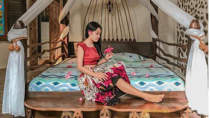 Wisatawan akan disambut dengan bangunan unik dengan ornamen khas pulau Bali.