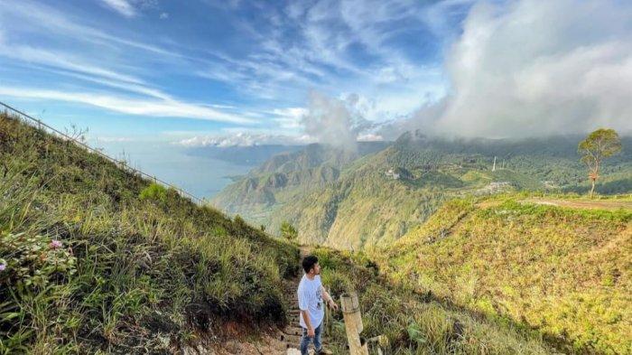 Bukit Gajah Bobok, Spot untuk Menikmati Hamparan Langit Biru dan Cakrawala di atas Danau Toba