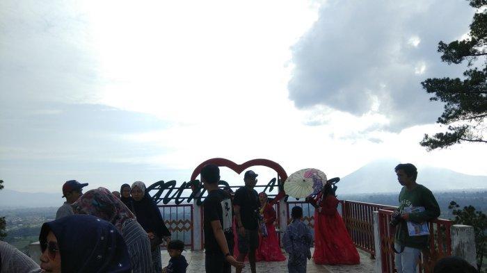 Puncak Gundaling, Tempat Wisata yang Cocok untuk Nikmati Pemandangan Gunung Sinabung & Sibayak