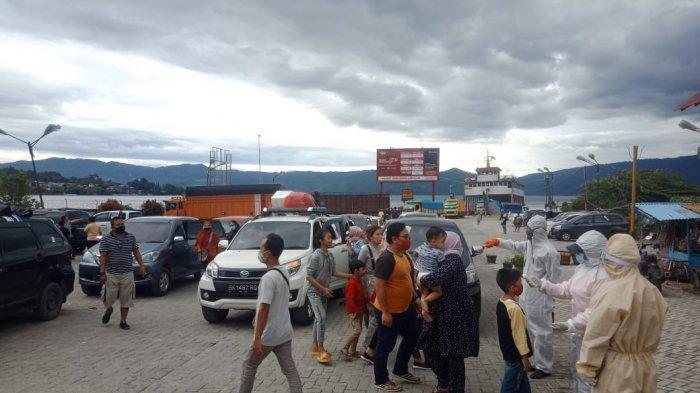 Week End Pertama New Normal di Samosir, Wisatawan Membeludak, Kapal Tambah Trip Penyeberangan