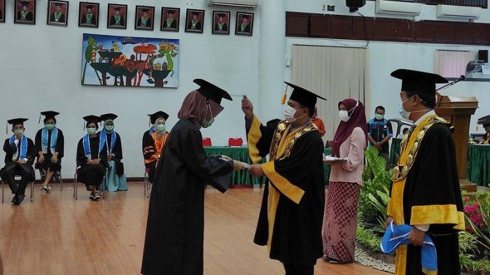 Rektor Unimed Berharap Wisudawan Segera Mengabdi ke Masyarakat