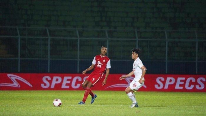 Pemain asing baru PersijaJakarta, YannMotta melakukan blunder atau membuat kesalahan fatal yang membuat timnya harus menelan kekalahan di laga perdana PialaMenpora 2021.