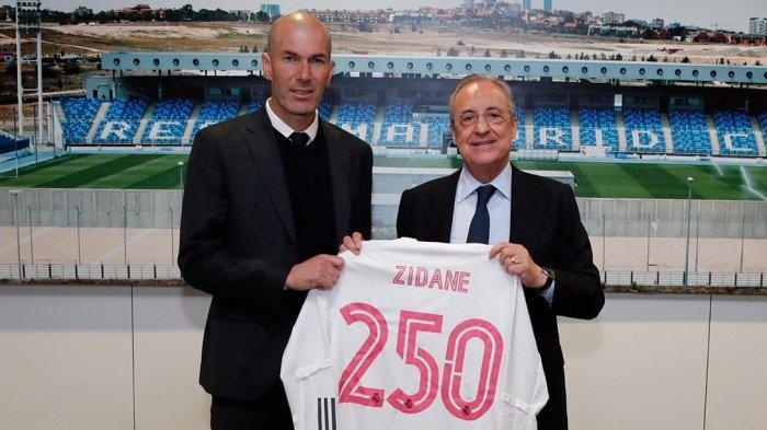 Pelatih Real Madrid Zinadine Zidane (kiri) bersama Presiden Real Madrid
