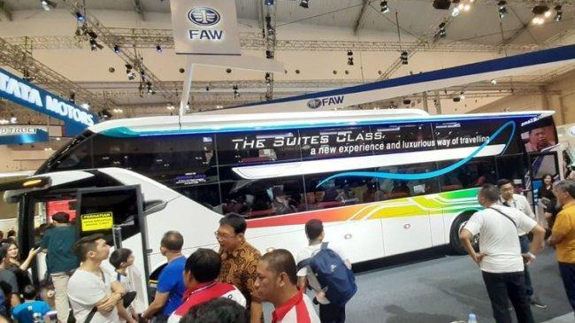 bus-laksana-sr2-suites-class-semewah-kabin-bisnis-pesawat.jpg