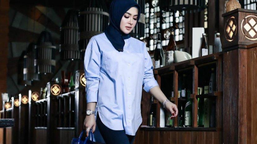 syahrini-kini-menggunakan-hijab-4.jpg