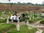 10042021_ziarah_di_pemakaman_khusus_covid_danil_siregar-3.jpg