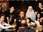 ahmad-dhani-dan-anak-anak-serta-istrinya.jpg