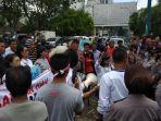 aliansi-mahasiswa-dan-rakyat-sumut_20180702_160315.jpg