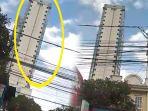 bangunan-apartem-miring-diduga-akibat-gempa-di-jakarta-selasa-2312018_20180123_184054.jpg