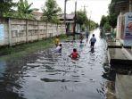 banjir-di-jalan-karya-bakti-kelurahan-indra-kasih_banjir-medan-hari-ini.jpg