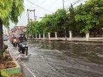 banjir-merendam-ruas-jalan-jamin-ginting-kecamatan-medan-selayangfff.jpg