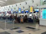 beberapa-calon-penumpang-pesawat-lion-air-melakukan-check-on-di-bandara-kualanamu.jpg