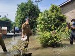 bupati-batubara-h-zahir-menyambangi-warga-yang-terdampak-banjir-kamis-1092020.jpg