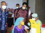 bupati-samosir-vandiko-gultom-tinjau-pelaksanaan-vaksinasi-di-kabupaten-samosir_.jpg