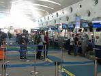 calon-penumpang-pesawat-melakukan-check-in-di-bandara-kualanamu-rabu.jpg